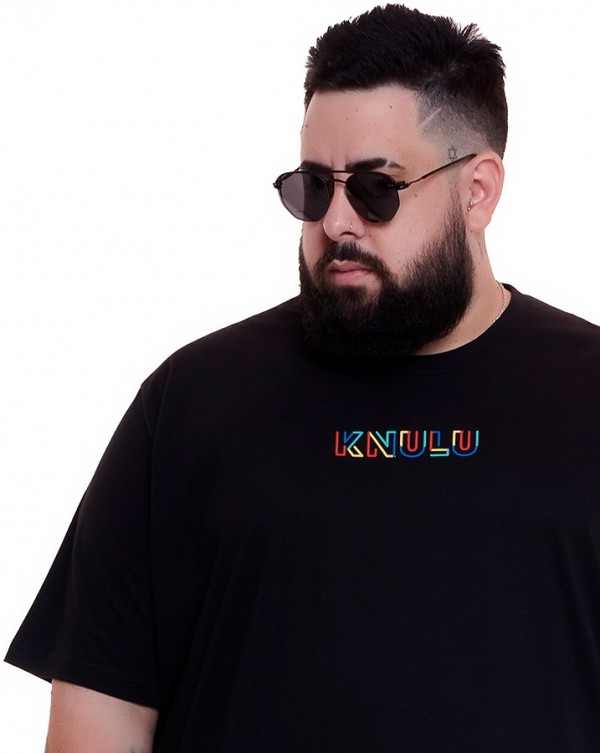 Camiseta Logo Colors Preto Knulu