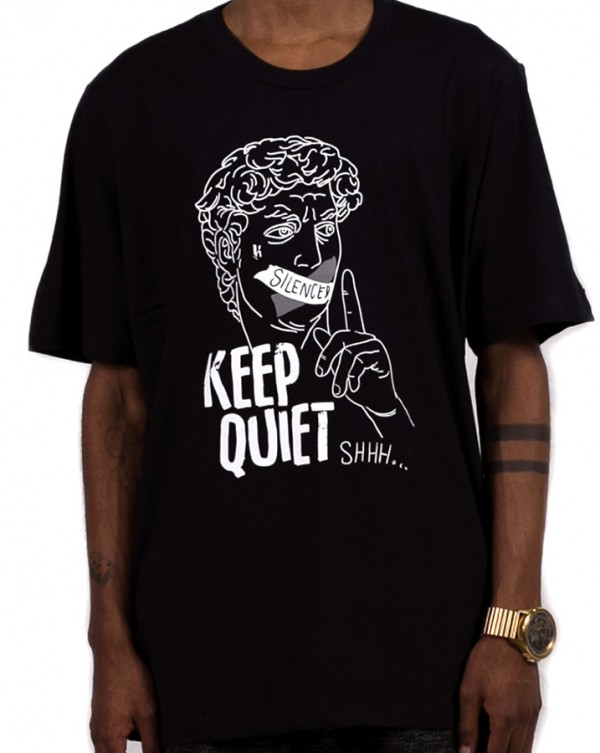 Camiseta Estampada Keep Quiet Greek Knulu Preta